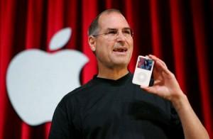 Steve-Jobs-iPod-primera-generacion-2001