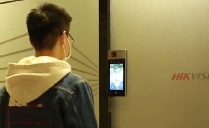 hikvision control de acceso cubrebocas