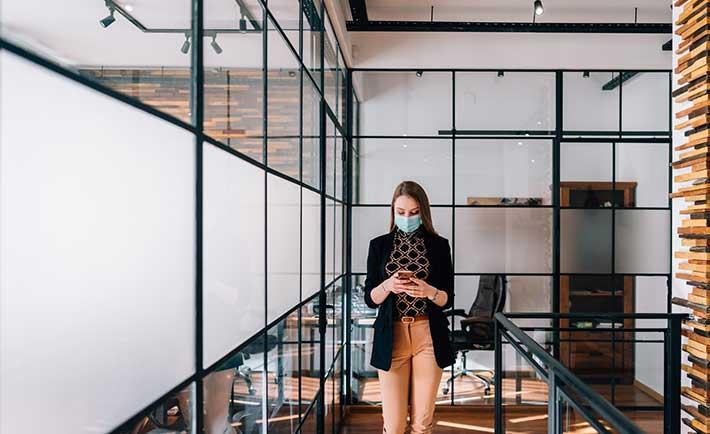 Cuidado con el regreso a la oficina: ¿Cómo protegernos de las amenazas cibernéticas?